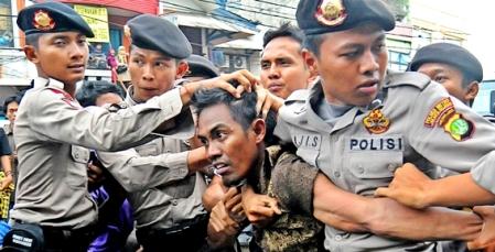 Demo BBM Rusuh (sumber: citraindonesia.com)